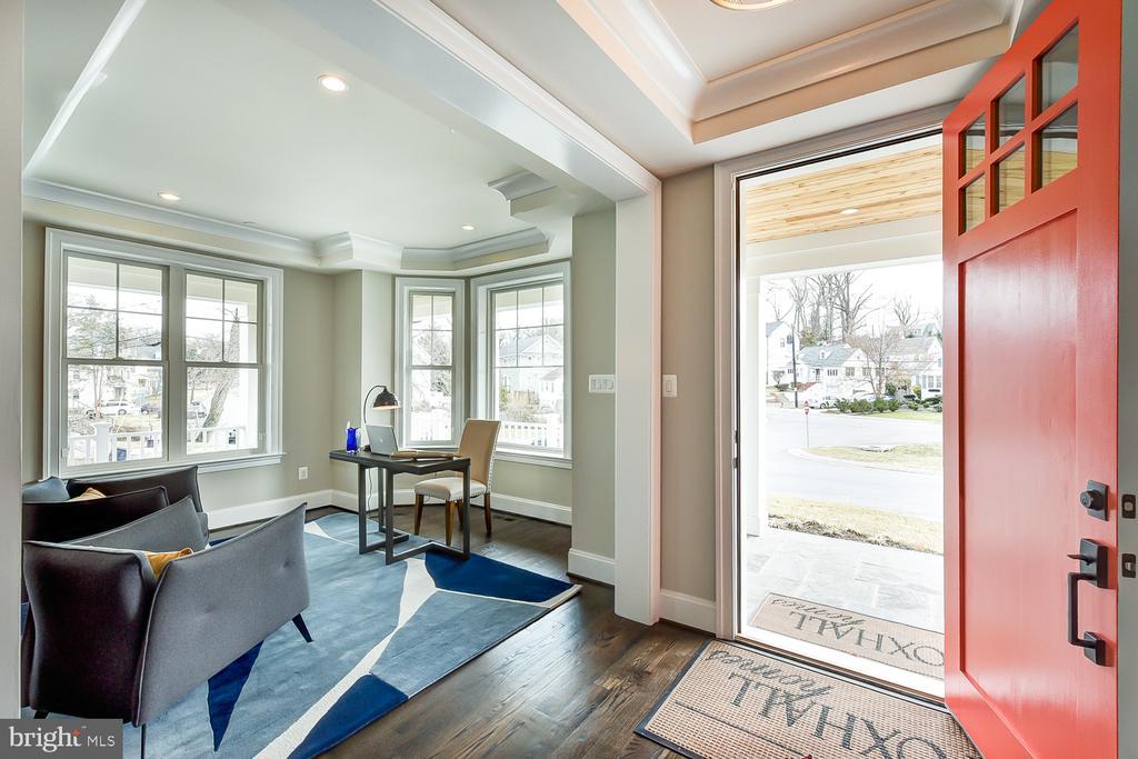 Inviting foyer! #livingcoral - 4617 GLENBROOK PKWY, BETHESDA