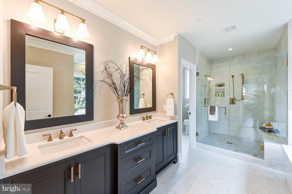Lustrous owner's bathroom - 4617 GLENBROOK PKWY, BETHESDA