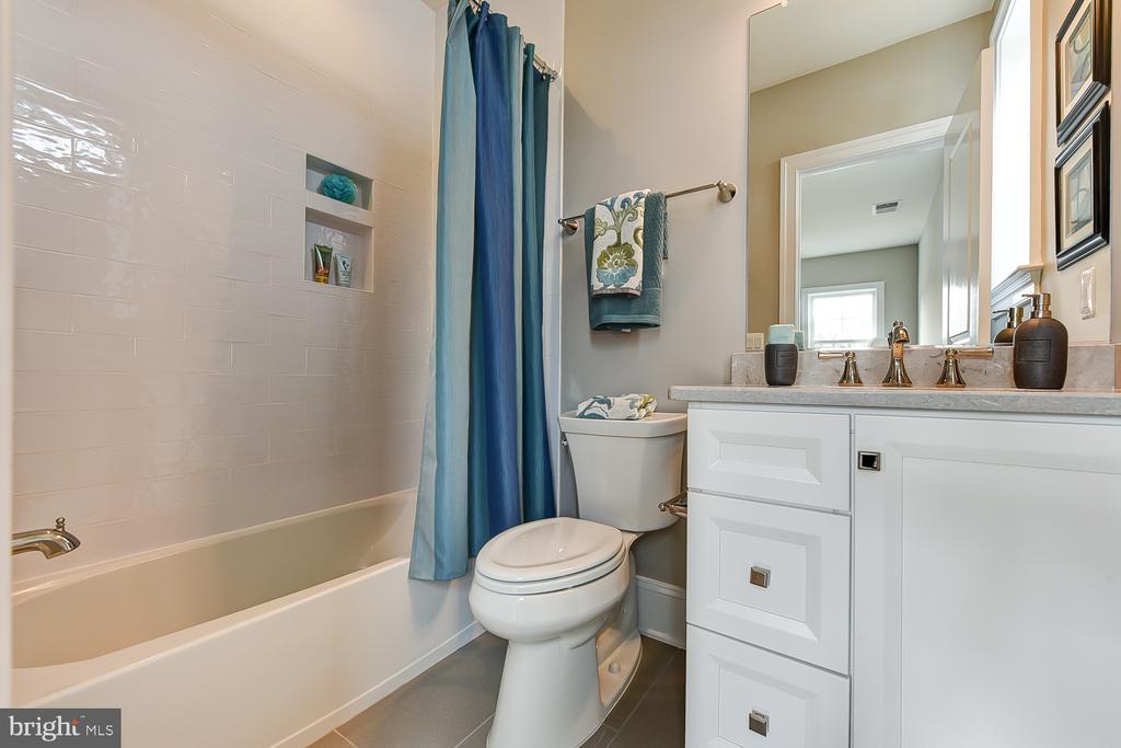 en suite bath - 4617 GLENBROOK PKWY, BETHESDA