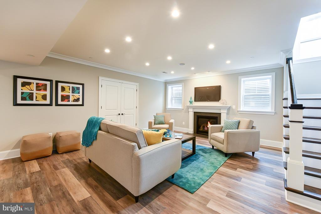 Gas fireplace | HDMI outlets | Speakers - 4617 GLENBROOK PKWY, BETHESDA