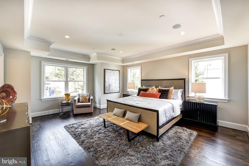 Luxury Owner's Suite with Tray Ceiling - 4617 GLENBROOK PKWY, BETHESDA