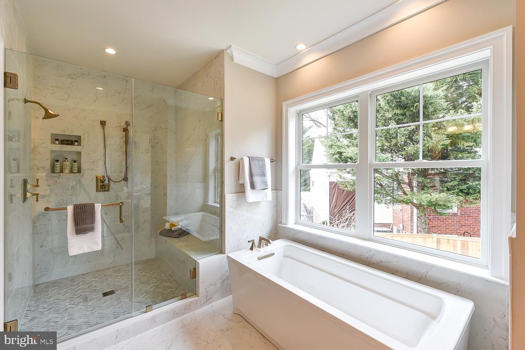 Free-Standing Soaking Tub and Spa-like shower - 4617 GLENBROOK PKWY, BETHESDA