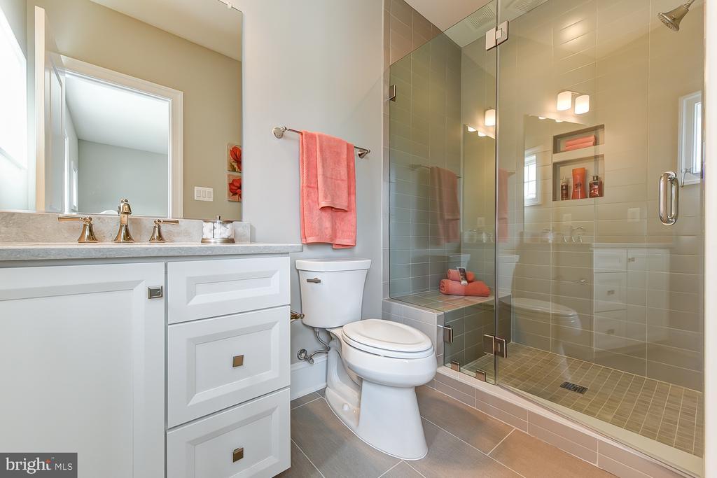 en suite bathroom - 4617 GLENBROOK PKWY, BETHESDA