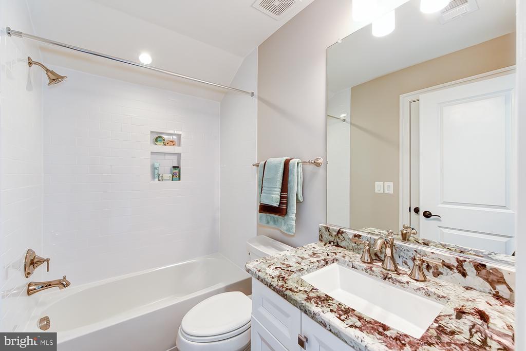 Loft Bathroom |en suite with loft bedroom - 4617 GLENBROOK PKWY, BETHESDA