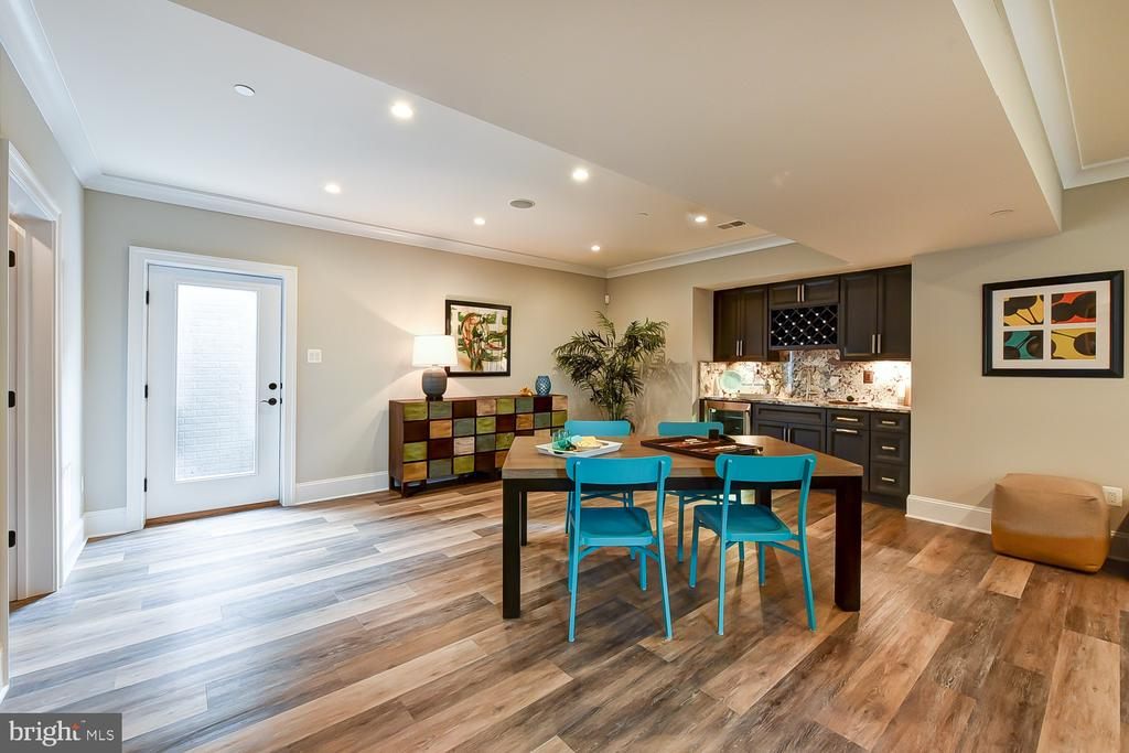 Great space for gaming table | handsome wet bar - 4617 GLENBROOK PKWY, BETHESDA