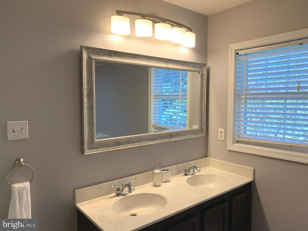 Bath (Master) Double Vanity - 11206 BRADBURY LN, RESTON