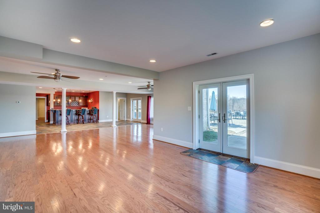 So Much Space for Entertaining - 38821 RIDGE CT, HAMILTON