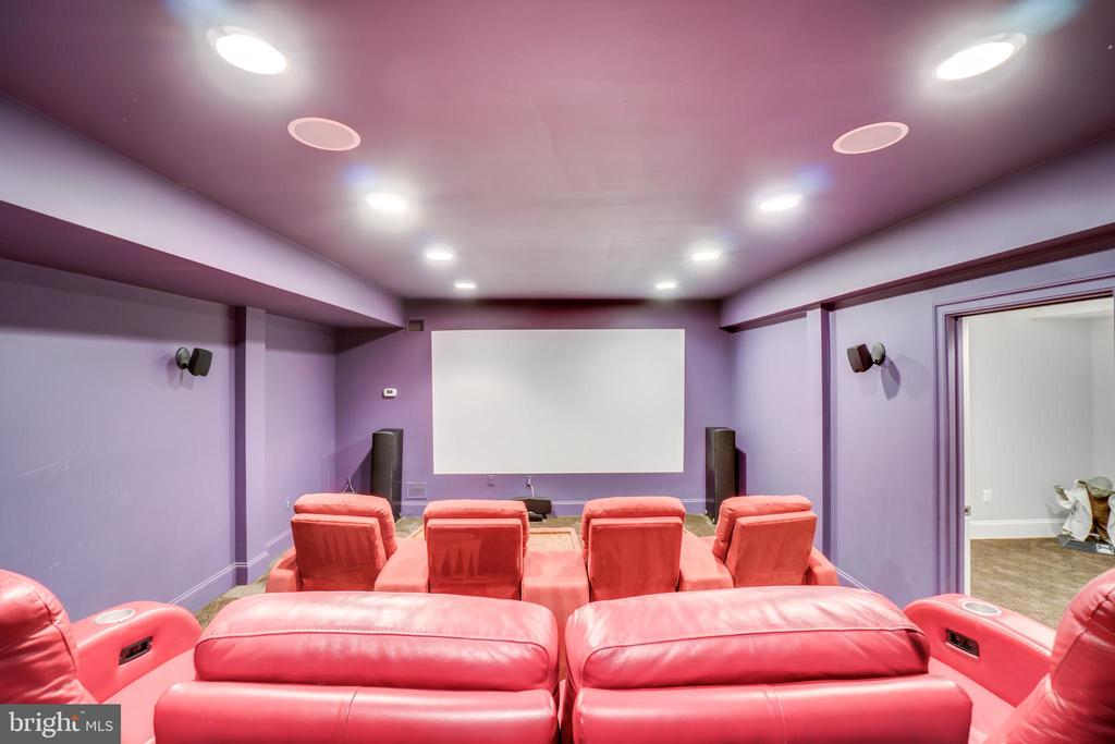 Theatre Room Seats 8, All Conveys - 38821 RIDGE CT, HAMILTON