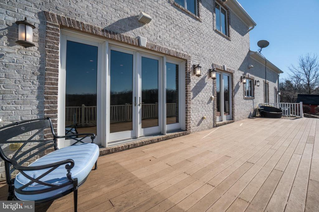 Deck Off of Family Room and Kitchen - 38821 RIDGE CT, HAMILTON