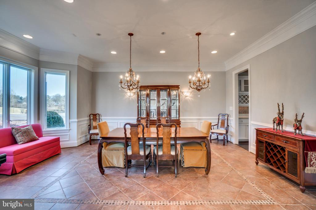 Large Dining Room With Butlers Pantry - 38821 RIDGE CT, HAMILTON