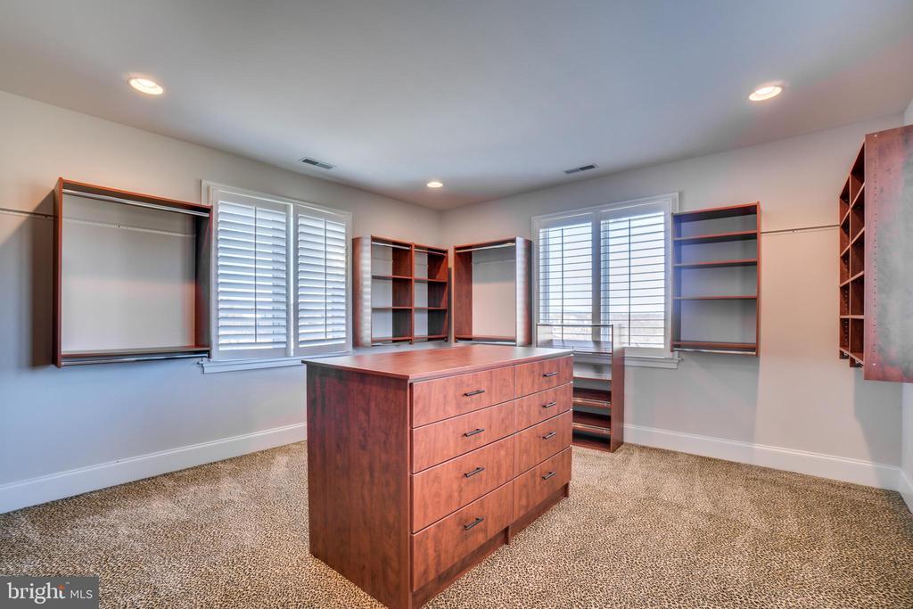 One of Two Massive Closest/Dressing Rooms - 38821 RIDGE CT, HAMILTON