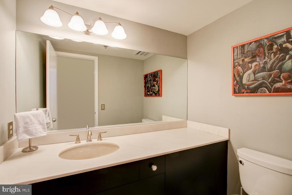 Powder Room on Entrance Level - 1401 N OAK ST N #305, ARLINGTON