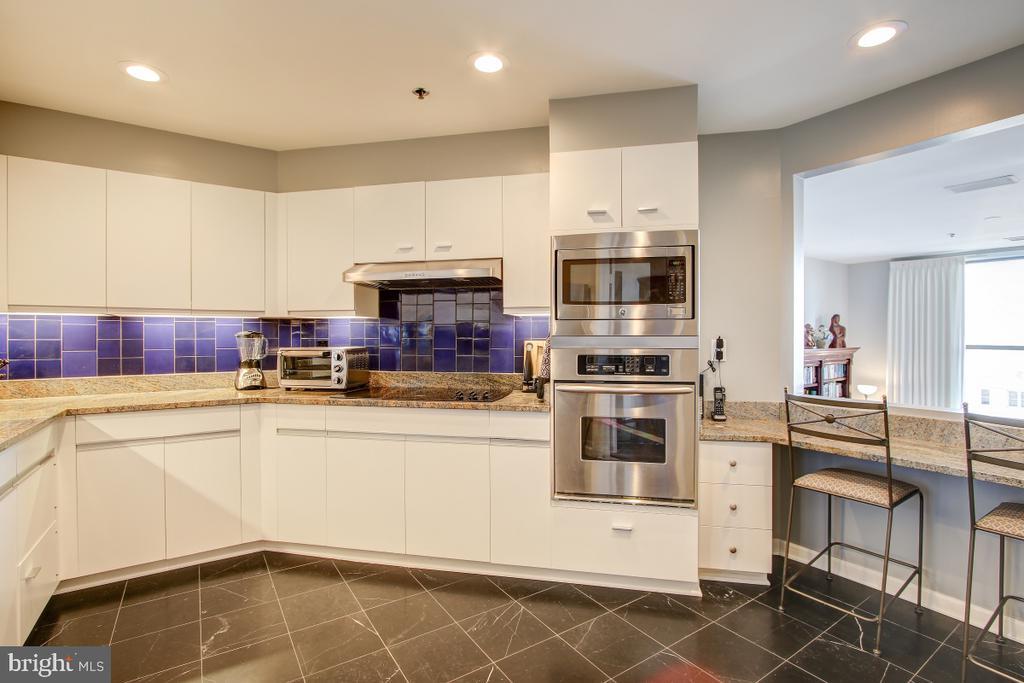 Kitchen - Marble Floor - 1401 N OAK ST N #305, ARLINGTON
