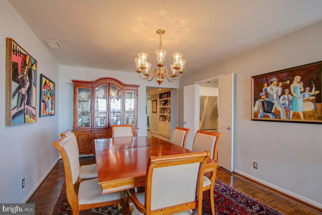 Dining Room toward Hallway - 1401 N OAK ST N #305, ARLINGTON