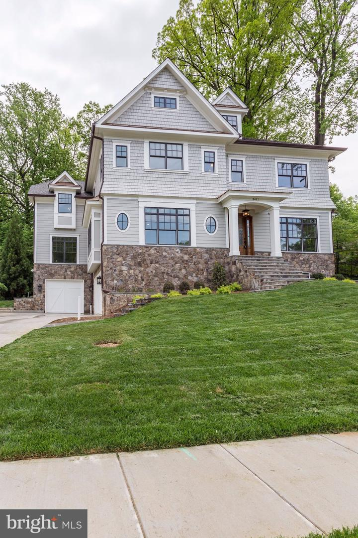 Additional photo for property listing at 3411 N Woodrow St Arlington, Virginia 22207 United States