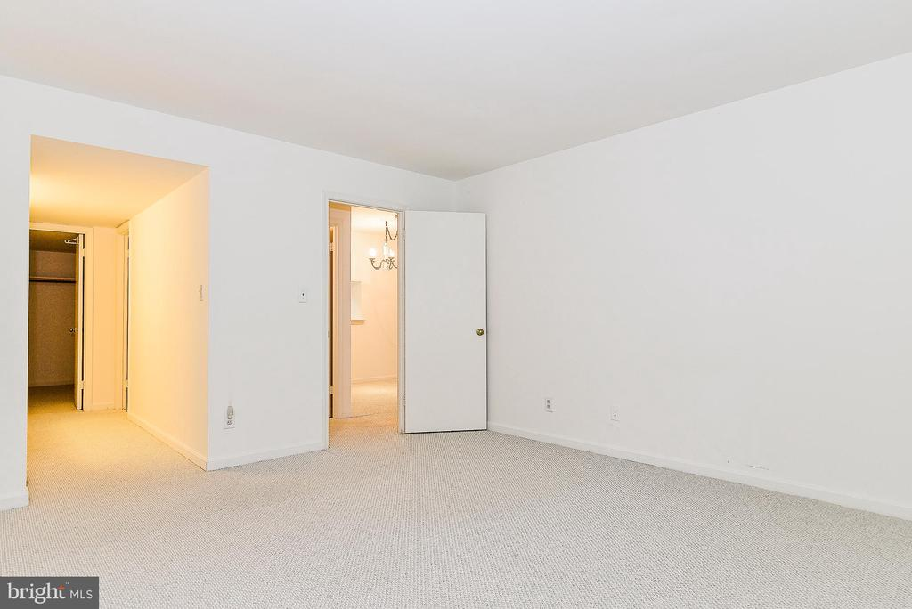 Master Bedroom! - 5938 COVE LANDING RD #102A, BURKE