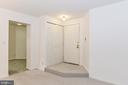 Inviting entryway w/ conveniently located closet! - 5938 COVE LANDING RD #102A, BURKE