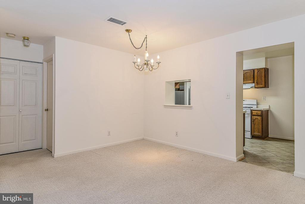 Separate dining room! - 5938 COVE LANDING RD #102A, BURKE