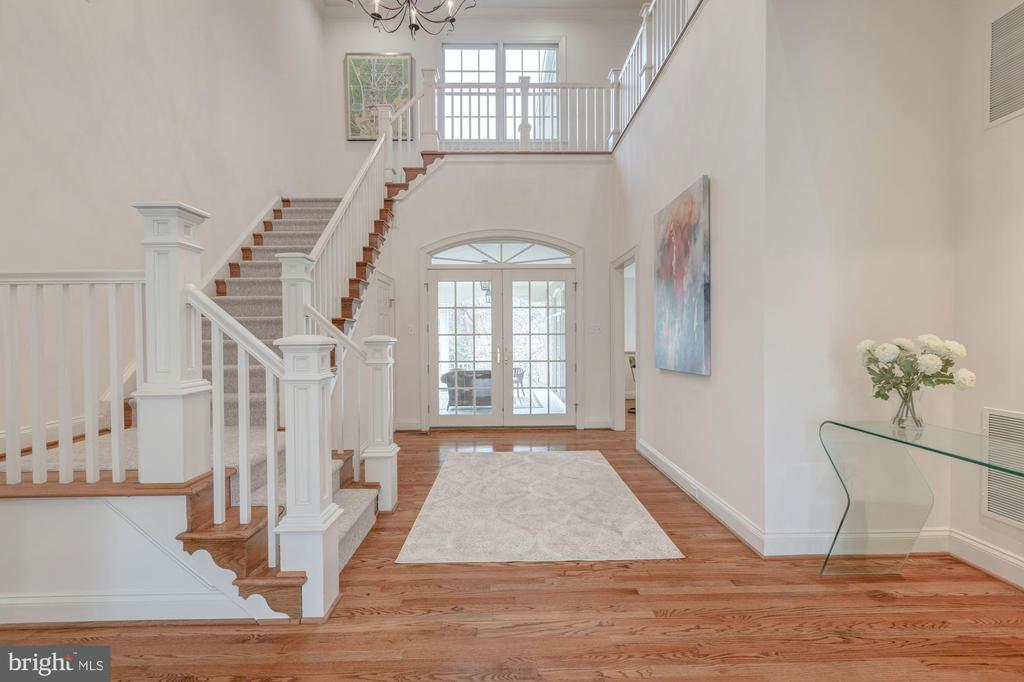 Gracious Open  2 StoryFoyer~10ft+ Ceilings - 1006 BRYAN POND COURT, MCLEAN