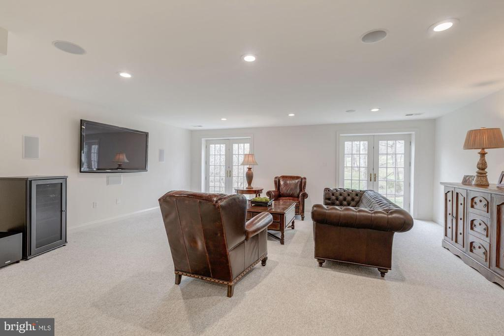 Walk-out Level Recreation Room - 1006 BRYAN POND COURT, MCLEAN