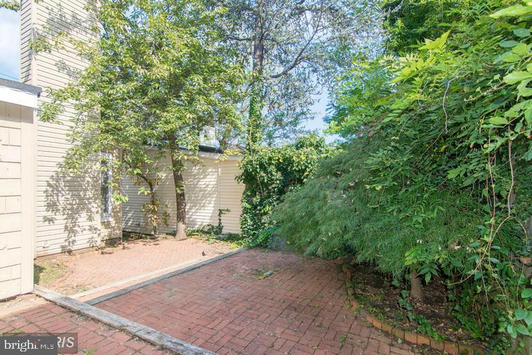 Tiered Red Brick Courtyard - 185 CLAY ST, ANNAPOLIS