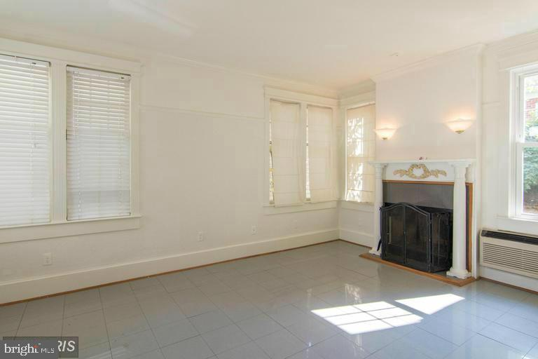 Family Room with Wood Burning Fireplace ! - 185 CLAY ST, ANNAPOLIS