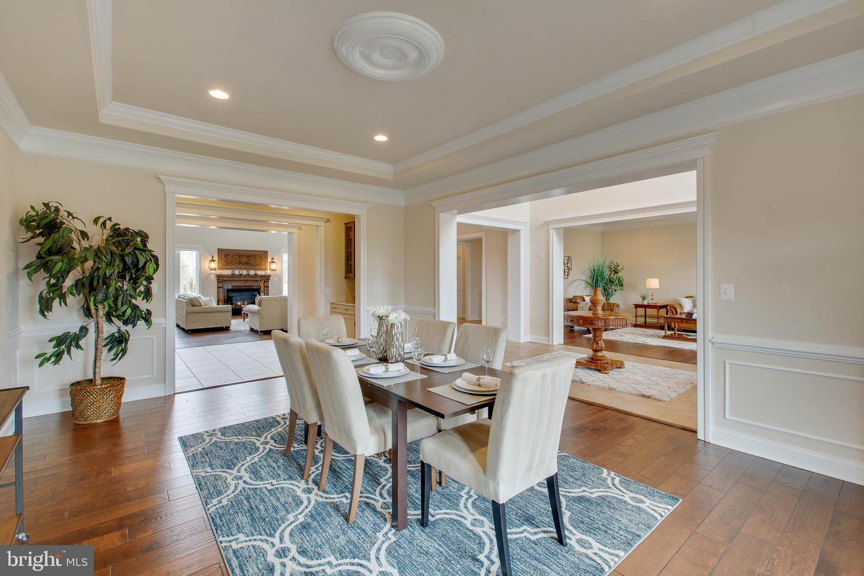 Additional photo for property listing at 3429 Waples Glen Ct 3429 Waples Glen Ct Oakton, Virginia 22124 United States