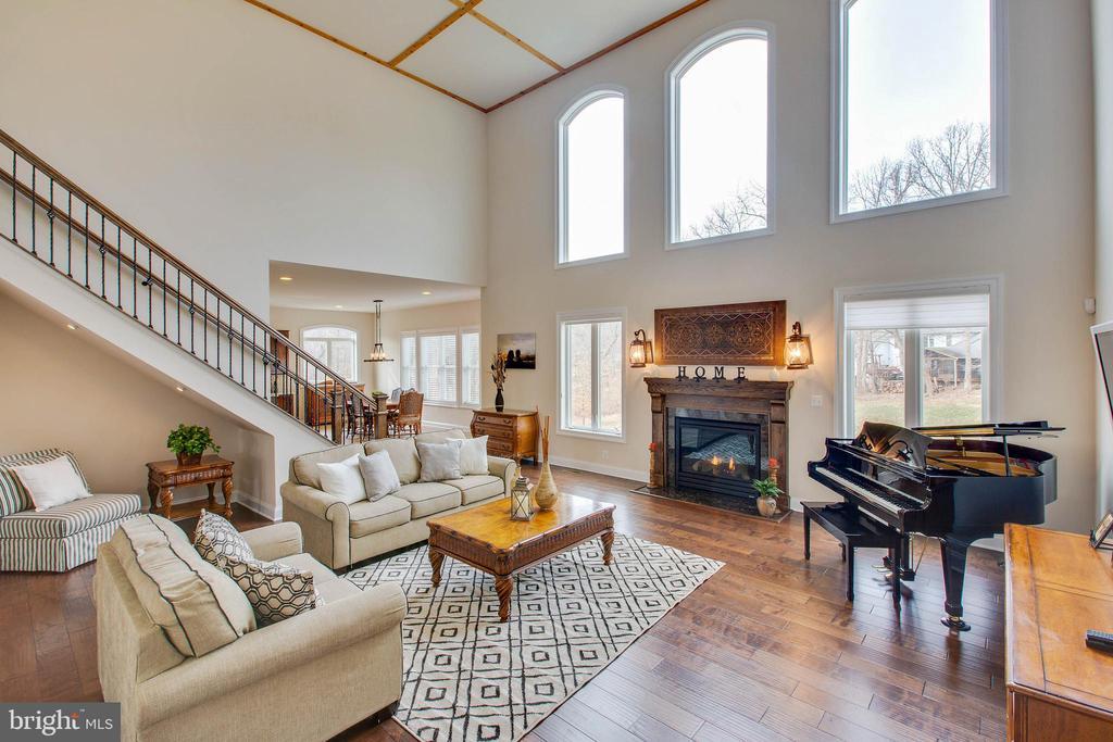 Cozy Family room with gas fireplace - 3429 WAPLES GLEN CT, OAKTON