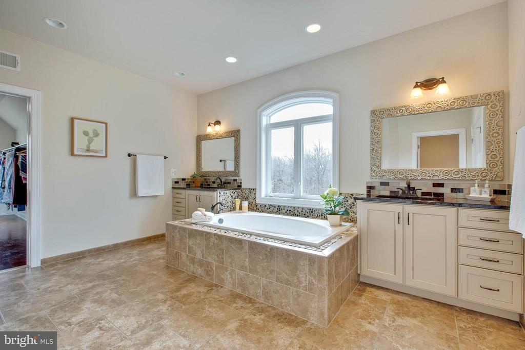 Master Bathroom - 3429 WAPLES GLEN CT, OAKTON
