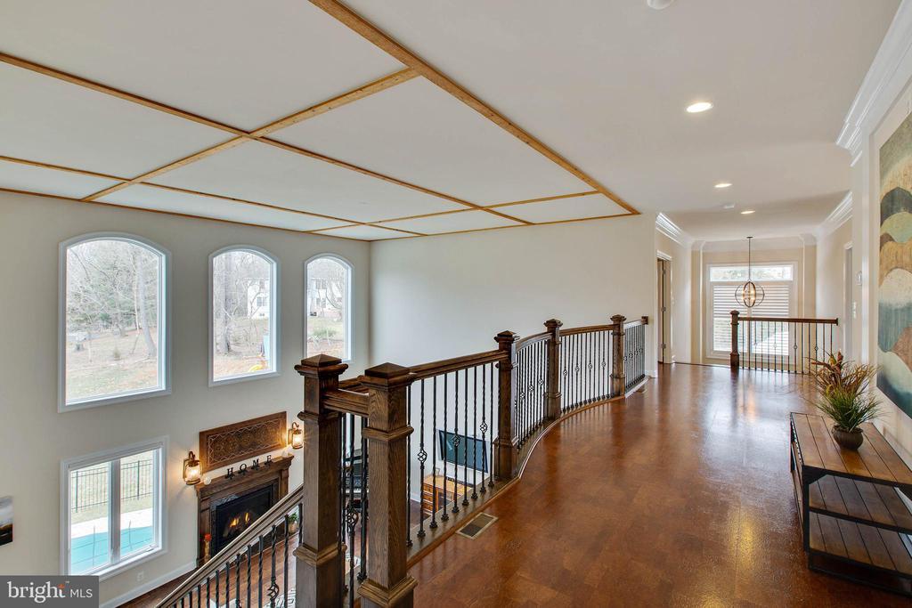 Second Story walkway with cork flooring - 3429 WAPLES GLEN CT, OAKTON