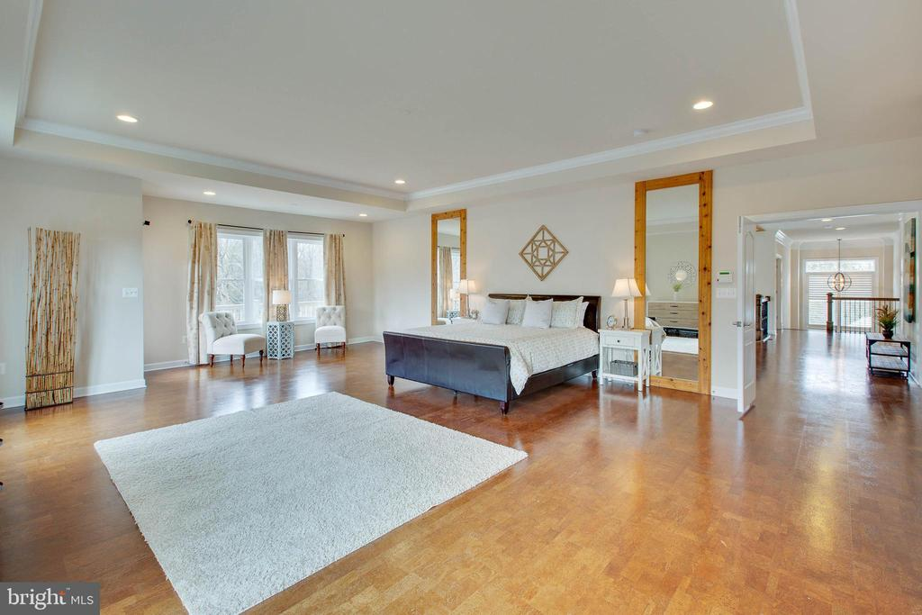 Spacious Master Suite with sitting area and balcon - 3429 WAPLES GLEN CT, OAKTON