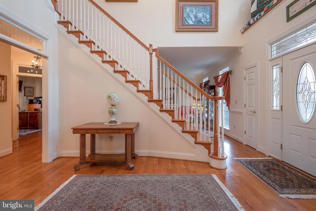 Sweeping Stairway - 10515 WILDBROOKE CT, SPOTSYLVANIA