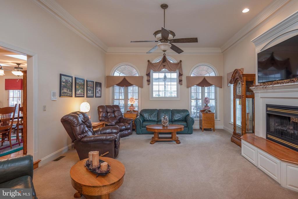 Grand Octagonal Family Room with Gas Fireplace - 10515 WILDBROOKE CT, SPOTSYLVANIA