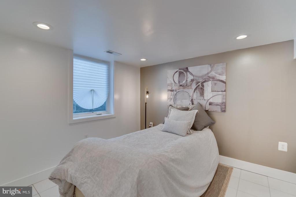 Basement Bedroom - 3701 SOUTH DAKOTA AVE NE, WASHINGTON