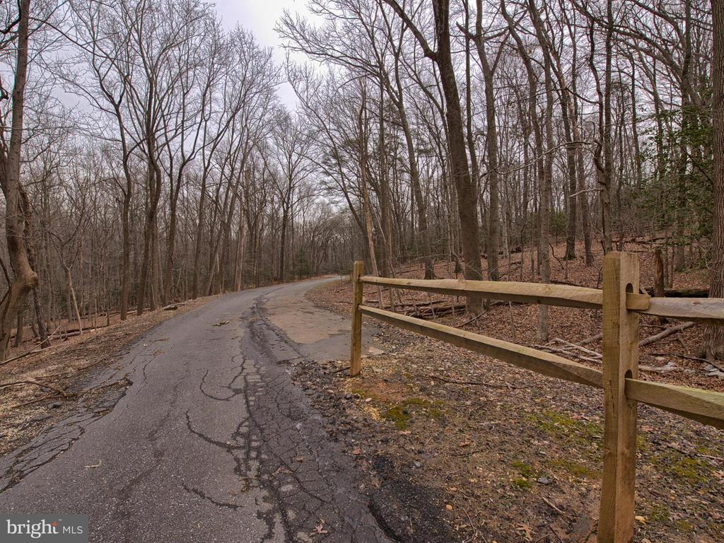 Next to parkland for unlimited outdoor activities - 6012 CREST PARK DR, RIVERDALE