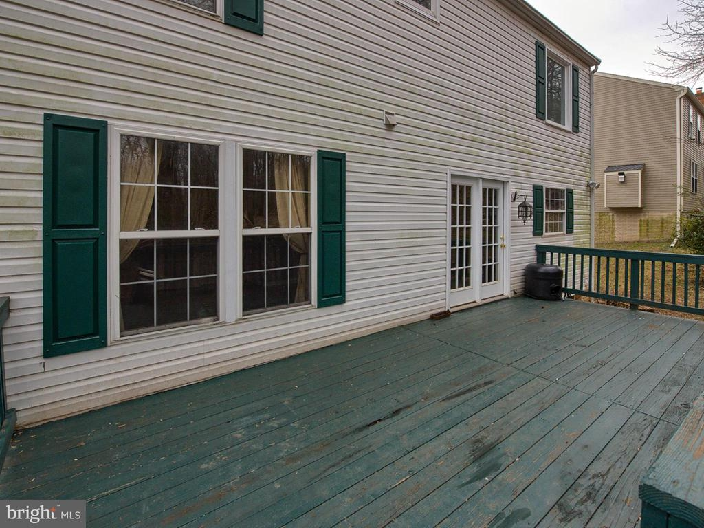 Deck in private back yard - 6012 CREST PARK DR, RIVERDALE