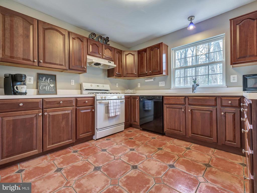 Large kitchen window overlooks back yard - 6012 CREST PARK DR, RIVERDALE