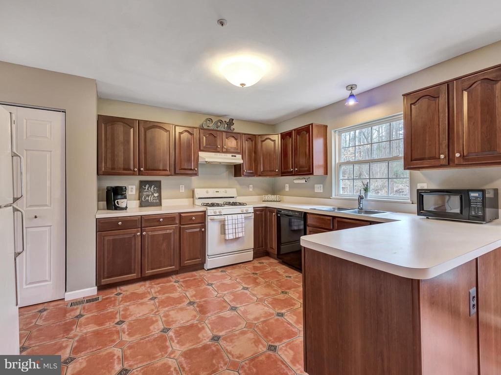 Two pantries for this kitchen - 6012 CREST PARK DR, RIVERDALE