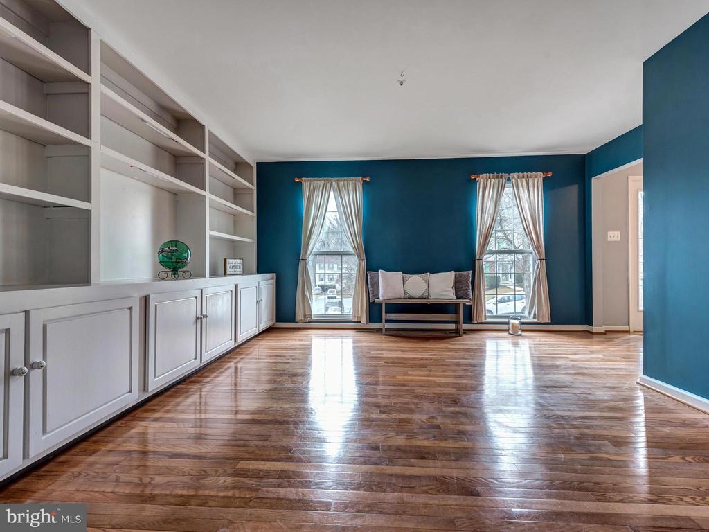 Front room for Den/Office Space or formal LR - 6012 CREST PARK DR, RIVERDALE