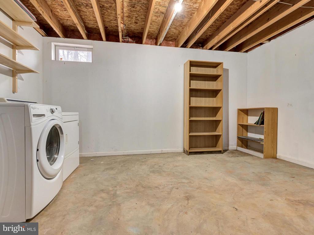Laundry room - 6012 CREST PARK DR, RIVERDALE
