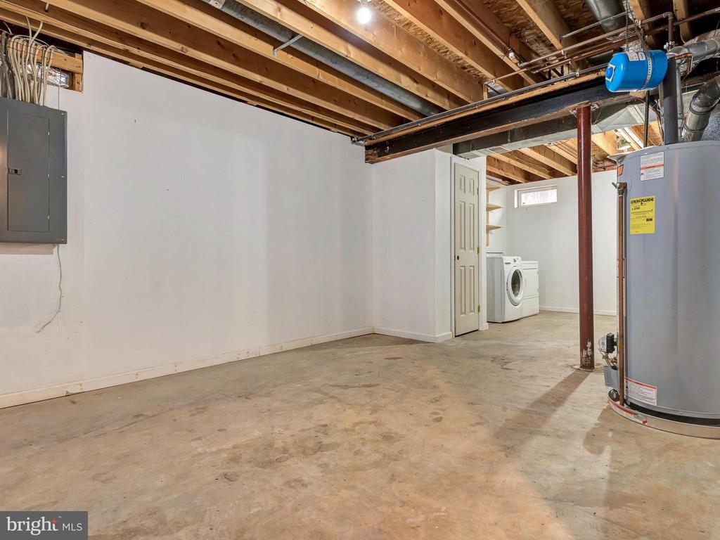 Basement connects to Garage - 6012 CREST PARK DR, RIVERDALE