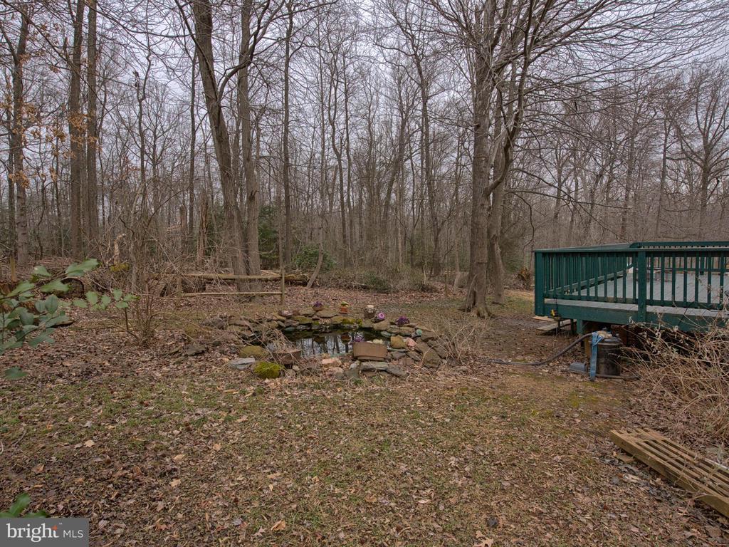 Peaceful & private back yard - 6012 CREST PARK DR, RIVERDALE