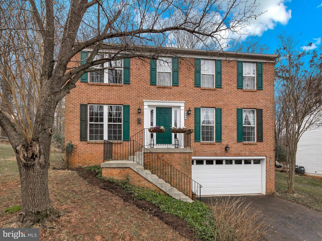 So much space inside and out! - 6012 CREST PARK DR, RIVERDALE