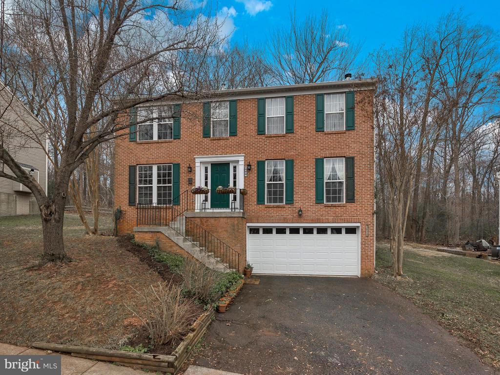 Professionally cleaned inside & out - 6012 CREST PARK DR, RIVERDALE