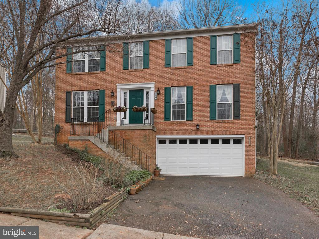 Perfectly prepped for new owners! - 6012 CREST PARK DR, RIVERDALE