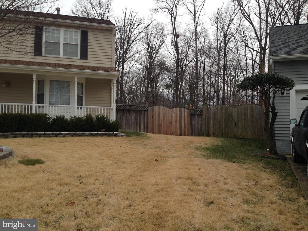 Great front porch and 2nd entry to yard. - 6411 JUANITA CT, SUITLAND