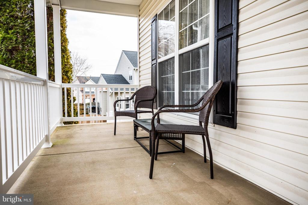 Covered front porch. Perfect for people watching! - 40 NORTHAMPTON BLVD, STAFFORD
