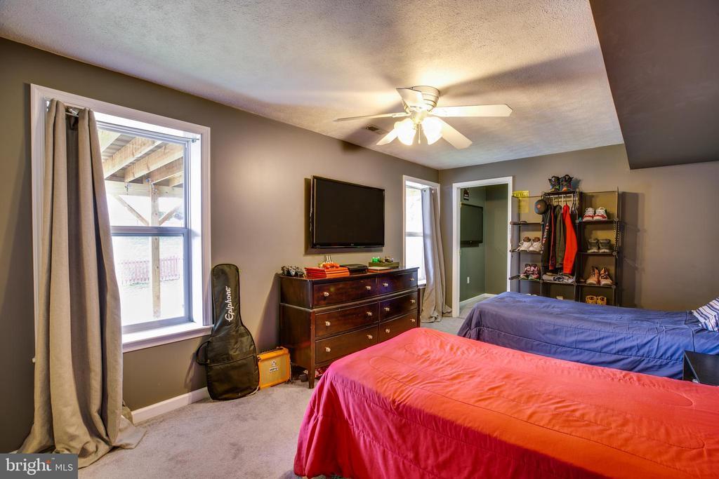 Basement bedroom, - 40 NORTHAMPTON BLVD, STAFFORD