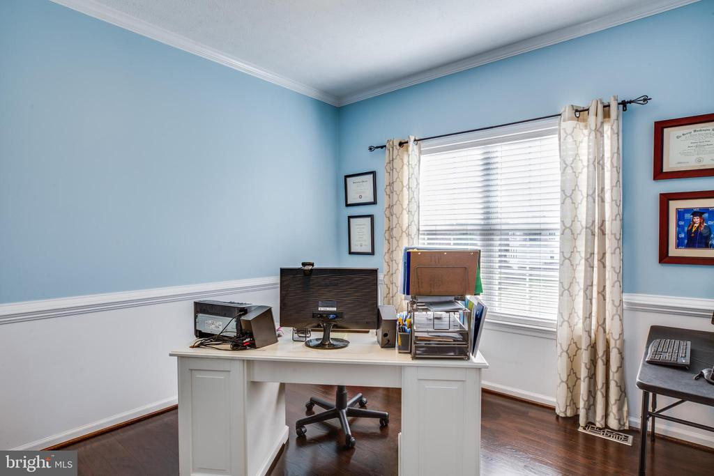 Formal dining or .... home office? Your choice. - 40 NORTHAMPTON BLVD, STAFFORD