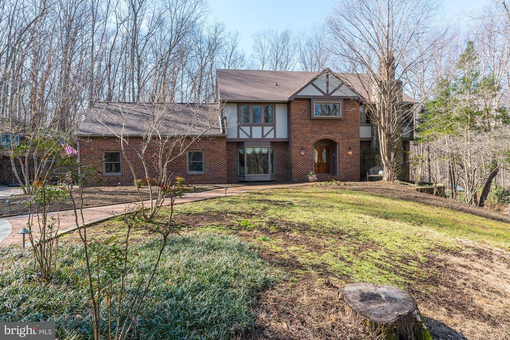 Welcome home to your private retreat - 2008 ROUNDHOUSE RD, VIENNA